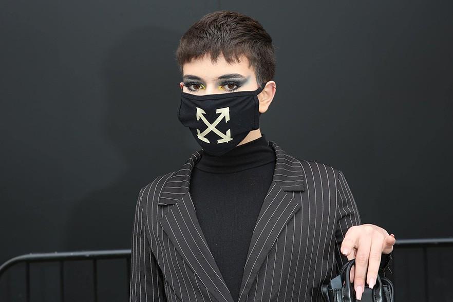 Люксовые бренды выпускали маски. Товары не пользуются спросом, нужна государственная помощь